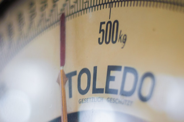 What are the benefits of using a weight scale for business?