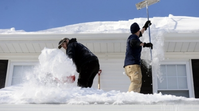 How to Keep Snow from Taking Over the Yard of an Apartment House
