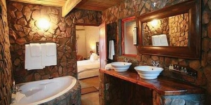 How to Decorate a Bathroom in a Rustic Style